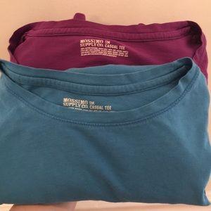 Bundle of two causal long sleeved tees